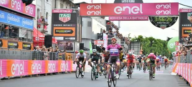 Elia Viviani celebra su triunfo