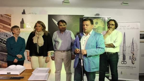 El alcalde anuncia que Albacete será capital mundial de la cuchillería