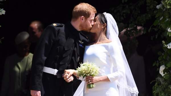El príncipe Harry y Meghan Markle ya son marido y mujer