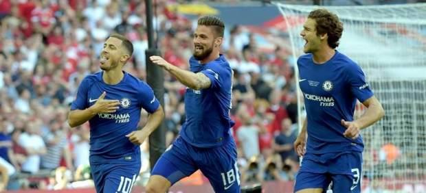 Eden Hazard celebra durante la final de la FA Cup.