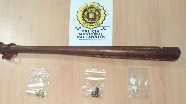 Valladolid.- Bate y sustancias ocupadas al conductor