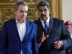 Zapatero, increpado en Caracas a la salida de un centro de votación