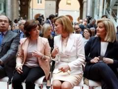 Saénz de Santamaría y Cospedal rebajan la tensión en la Puerta del Sol