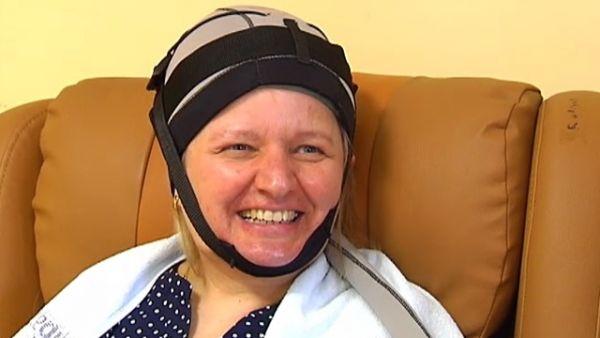 Un casco evita la caída del pelo en la quimioterapia