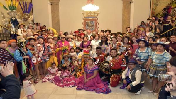 Brindis festivo en la Casa Consistorial para celebrar la diversidad cultural