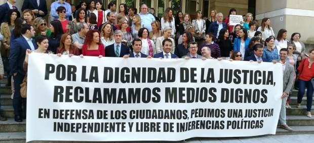 Los jueces y fiscales están llamados a la huelga este lunes por mejoras salariales y mayor ...