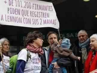 Brenda y María José también tuvieron dificultades para registrar a su hijo en Alicante.