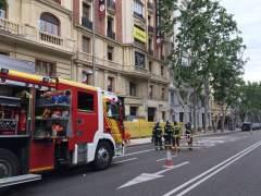 Buscan a dos obreros entre los escombros del derrumbe parcial de un edificio en Madrid