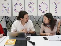 Pablo Iglesias e Irene Montero salvan la consulta del chalet, pero un 31% vota en su contra
