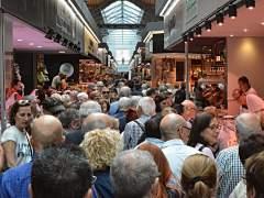 El Mercat de Sant Antoni abre sus puertas con lleno de visitantes y satisfacción entre vendedores