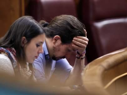 Irene Montero y Pablo Iglesias, portavoz parlamentaria y secretario general de Podemos, respectivamente, en el Congreso de los Diputados.