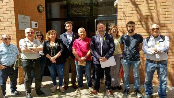Concejales del PDeCAT, CUP y ERC en el barrio de la Mariola de Lleida