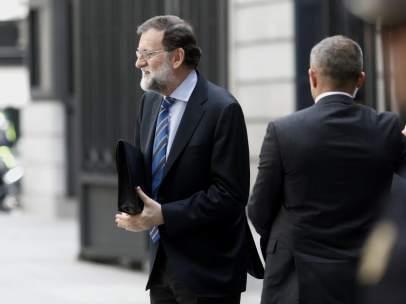Rajoy Llega Al Congreso De Los Diputados Para La Votación De Los Presupuestos