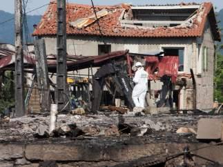 Equipos de desactivación de explosivos y desescombro en Tui (Pontevedra).