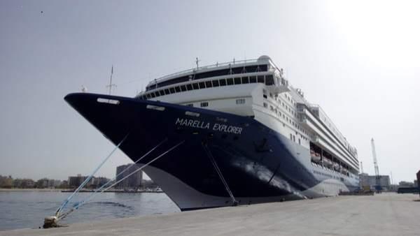 El crucero Marella Explorer, atracado en el Puerto de Palamós