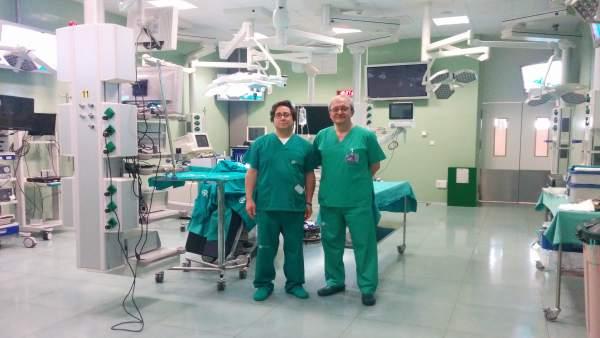 De izquierda a derecha el Dr. Atallah y el Dr. Sánchez Margallo, en el CCMI