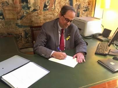 El president Quim Torra firma el decreto para nombrar Consell Executiu.