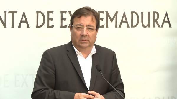 Guillermo Fernández Vara tras la reunión del Consejo de Gobierno