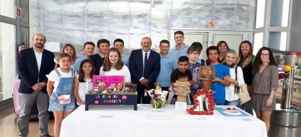Un total de 9 centros escolares participan en un concurso de objetos hechos con materiales ...