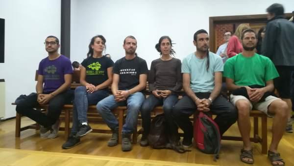 Los seis jóvenes acusados por rehabilitar una antigua aldea en Guadalajara