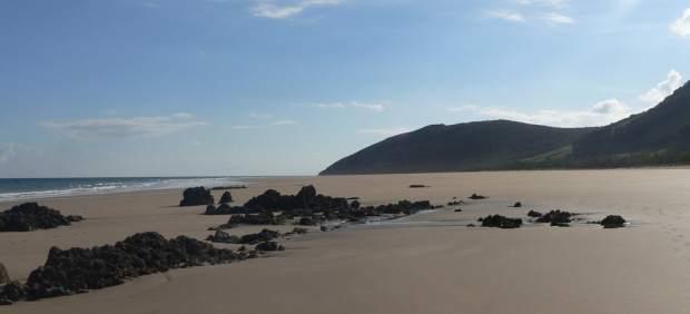 Noja habilitará este verano una zona para perros en la playa de Helgueras