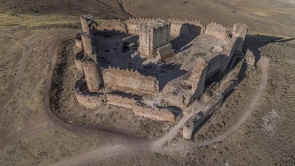 Castillo de Almonacid visto por el dron de Arqueovuelos