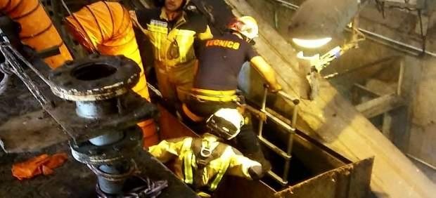 Herido un trabajador al caer en una trituradora de residuos en Muel