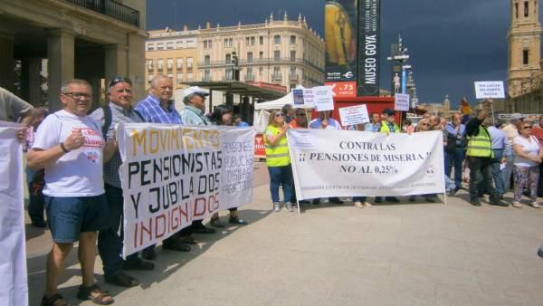 Concentración por unas pensiones dignas en Zaragoza.