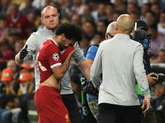 Salah se retira llorando, lesionado en un hombro, a la media hora de final