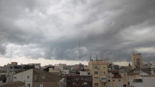 Tormenta, lluvia y nubes en Valencia