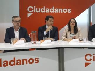 Rivera junto a miembros de Ciudadanos