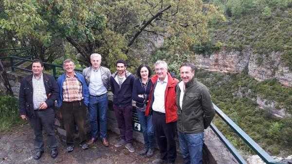 Olona, junto a varios alcaldes, en el mirador de la Tella en el Cañón de Añisclo