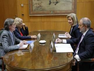 La alcaldesa de Madrid con la ministra de Empleo