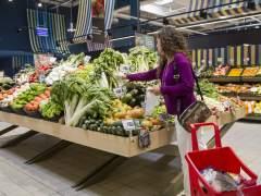 Los hogares gastan más en agua, en luz, en alquiler, en ocio, en bares, en vestir... pero recortan el dinero en alimentación