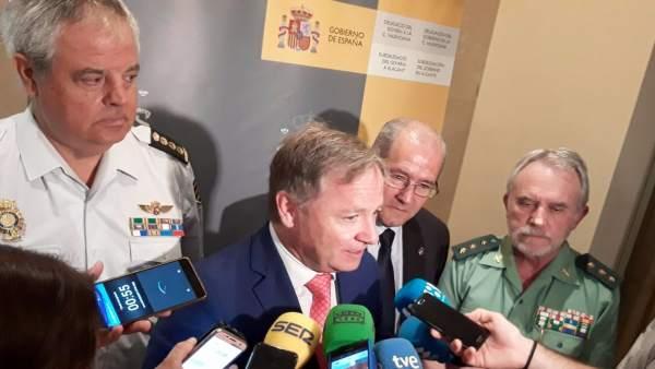 Juan Carlos Moragues atiende a los medios este miércoles en Alicante