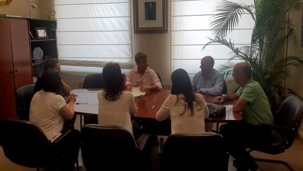 El alcade de Estepona firma contratos de trabajo temporales del plan de empleo