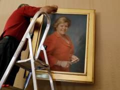 Retiran el cuadro y la placa de Milagrosa Martínez en Les Corts