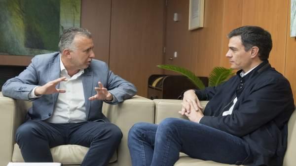 Reunión mantenida entre Ángel Víctor Torres y Pedro Sánchez