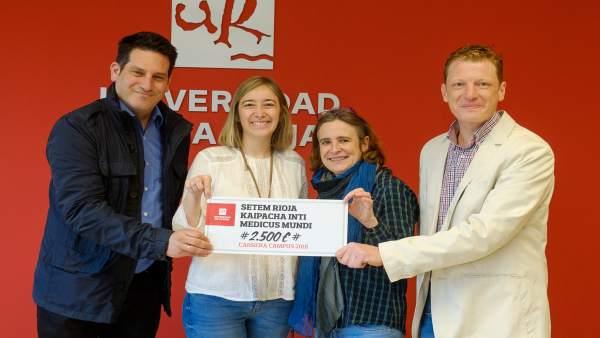 Entrega cheque UR a ONGs