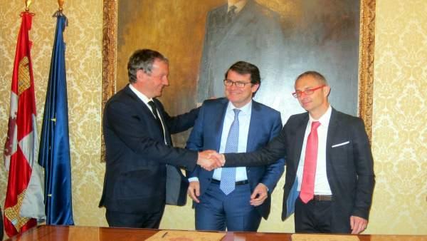 Firma de la adhesión a la 'Declaración de Poitiers'