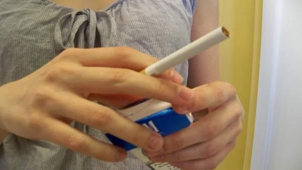 El 34% dels joves valencians fuma i les xiques s'inicien abans dels 14 anys
