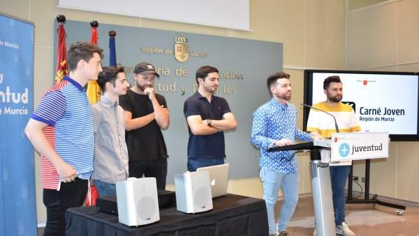 Sánchez presenta el concurso de DJs que se celebra en el 'Animal Sound'