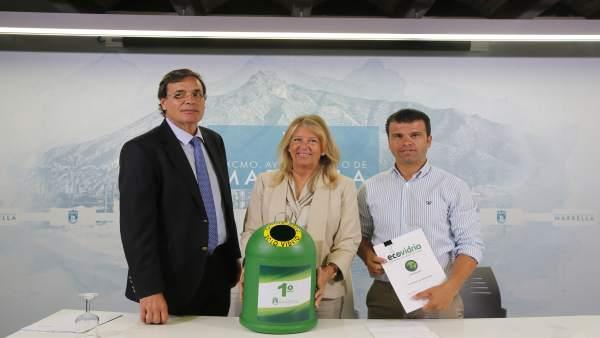 Alcaldesa de Marbella rueda de prensa sobre contenedores de vidrios