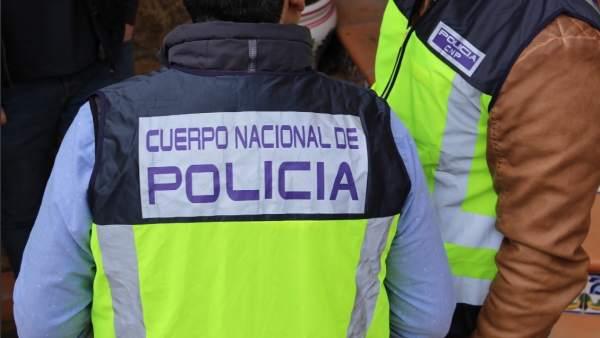 Detingut a València per fer-se passar per guàrdia civil per a llevar-li una bossa de marihuana a un jove