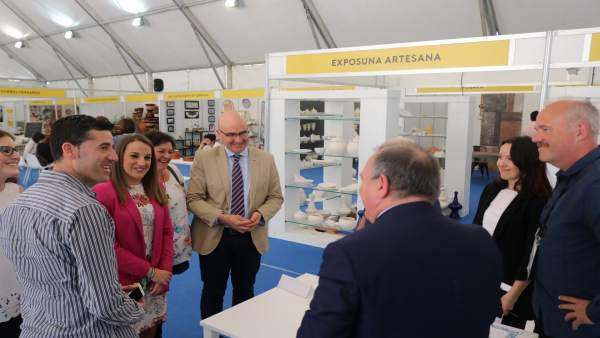 Ruiz visita el VI Encuentro Internacional de Cerámica Decorativa