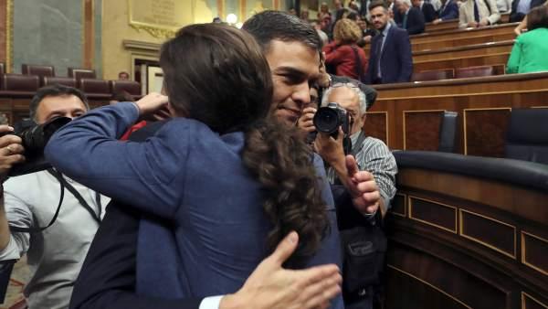El abrazo de Sánchez e Iglesias