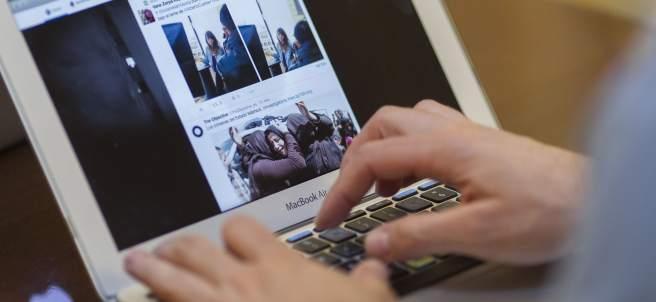 Redes sociales, internet, dispositivo, ordenador portátil, trabajo, autónomo