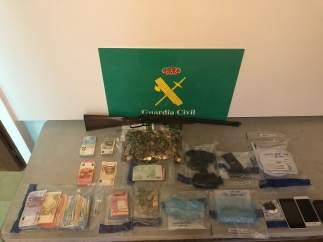 Detenido en Verín un presunto traficante de drogas que tenía dos armas en su cas