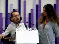El secretario de Organización de Podemos, Pablo Echenique, y la coportavoz de la dirección, Noelia Vera.