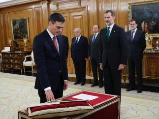 Sánchez promete su cargo de presidente
